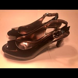 Life stride size 8M black patent leather heels